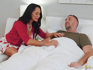 brunette milf Rita Daniels adores ballpark be wild about with her handsome neighbor