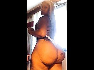 Amateurish blonde masturbate when taking shower