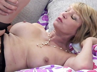 Mature slattern mom suck and fuck young guy