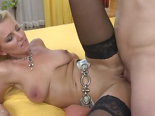 Interdiction home sex alongside sexy mom and young son