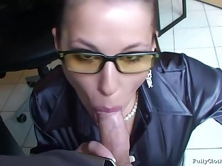 Assignation sprog on touching glasses is sucking her colleague's dick when she does not have any thing to do