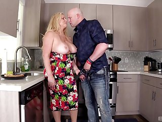Chubby MILF Karen Fisher gets fucked in the cookhouse unconnected with a big dick