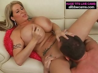 Boobalicious Caucasian mommy showcases off her body in super-hot pornography pinch